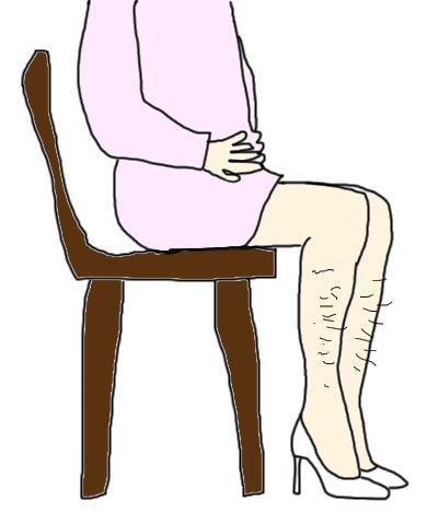 タイトスカートでベンチに座ると、セクスィー